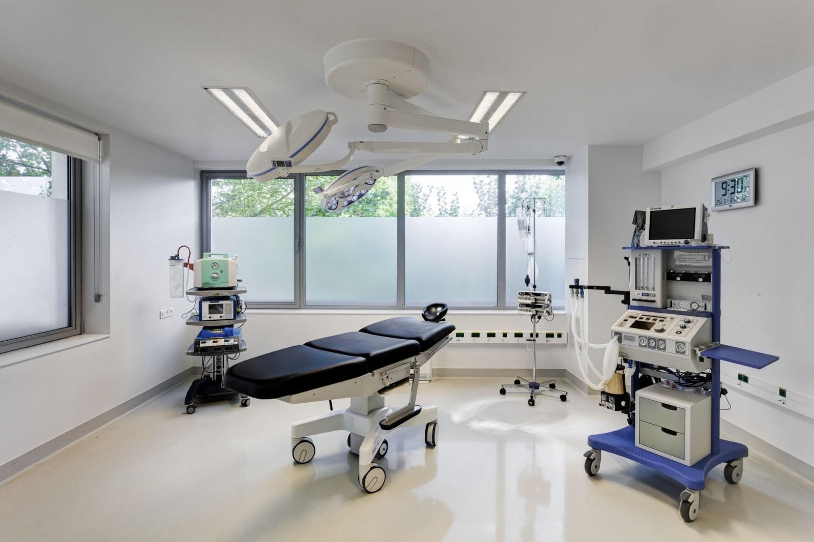 De operatiekamer van o2 Clinic.