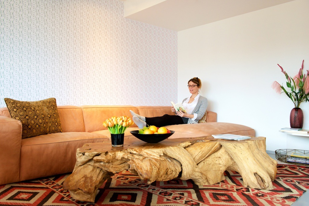 A woman relaxing in the guesthouse living room at o2 Clinic.
